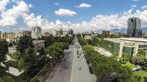 Turizem Tirana nga larg