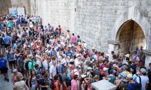crowds-dubrovnik-2