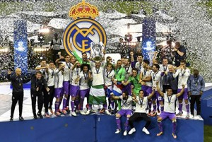 Britain Soccer Football - Juventus v Real Madrid - UEFA Champions League Final - The National Stadium of Wales, Cardiff - June 3, 2017 Real Madrid celebrate with the trophy after winning the UEFA Champions League Final  Reuters / Pool Pic / UEFA Livepic NO ARCHIVE, EDITORIAL USE ONLY