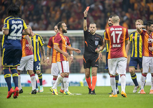 referee Cuneyt Cakir give a red card to Bruno Alves of Fenerbahce during the Turkish SuperLig match between Galatasaray and Fenerbahce on October 18 , 2014 at the Turk Telekom Arena in Istanbul, Turkey. Galatasaray v Fenerbahce SuperLig 2014/2015 xVIxGerritxvanxKeulenxIVx PUBLICATIONxINxGERxSUIxAUTxHUNxPOLxJPNxONLY 2998626 Referee Cuneyt Cakir give A Red Card to Bruno Alves of Fenerbahce during The Turkish Superlig Match between Galatasaray and Fenerbahce ON October 18 2014 AT The Turkcell Telekom Arena in Istanbul Turkey Galatasaray v Fenerbahce Superlig 2014 2015  PUBLICATIONxINxGERxSUIxAUTxHUNxPOLxJPNxONLY