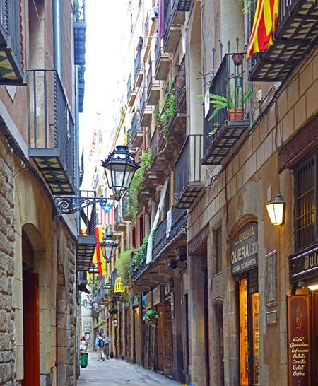 barcelona narrow street